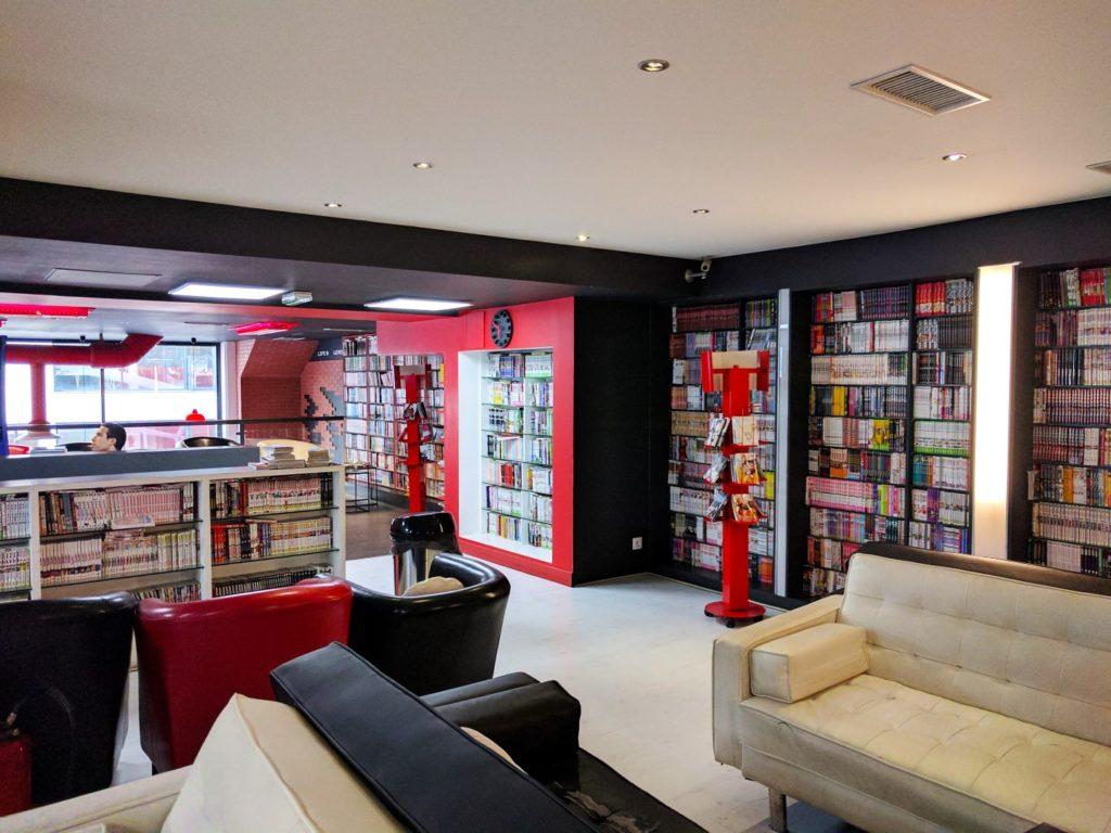 Manga Café V2 intérieur bibliothèque manga 2