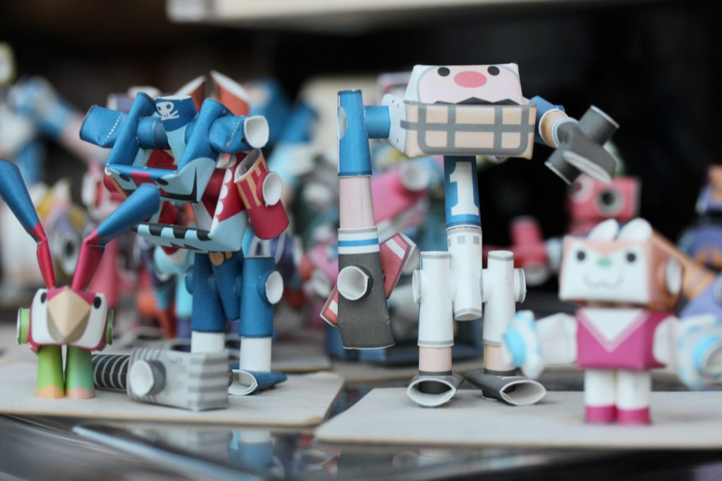Gros plan figurines de papier